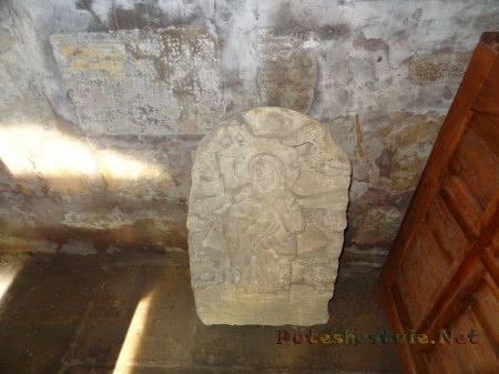 Древняя икона выразанная в камне