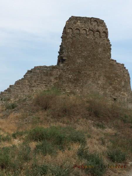 Руины средневеоквой башни Феодосии