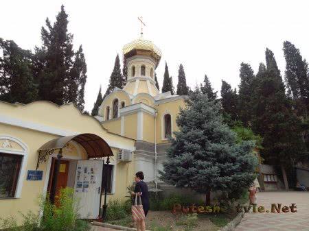Иконная лавка ялтинского Собора Александра Невского