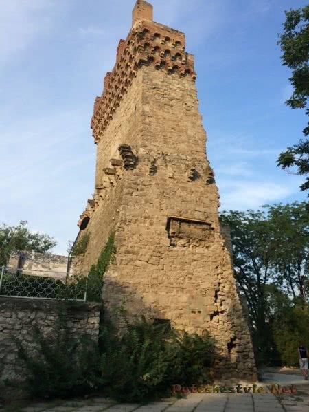 Башня Константина в Юбилейном парке Феодосии