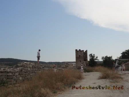 Крепостные стены и Башня Климента в Феодосии