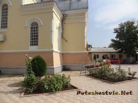 Двор Собора Казанской Божьей Матери Феодосии
