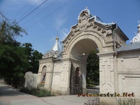 Входная арка во двор Казанского собора