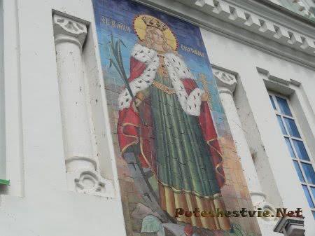 Икона Святой Екатерины на здании церкви в Феодосии