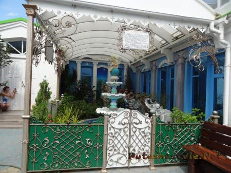Райский сад во дворе Церкви Святой Екатерины