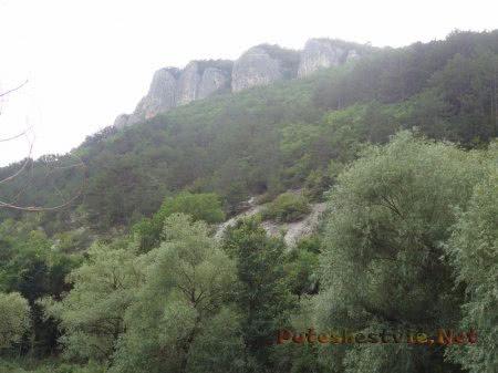 Пещерные города и княжество Феодоро у Мангупского озера