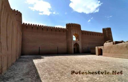 Древняя крепость в Иране
