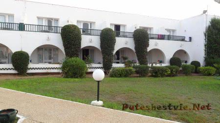 Восточный стиль корпусов отеля Эль Муради Бич в Тунисе