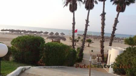 Дорожка на пляж из сада отеля Эль Муради Бич Хаммамет