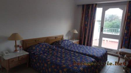 Кровать в номере отеля Эль Муради Бич