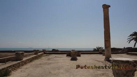 Вид на море Туниса с руин римских терм