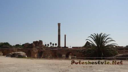 Вид на римские бани Карфагена в Тунисе