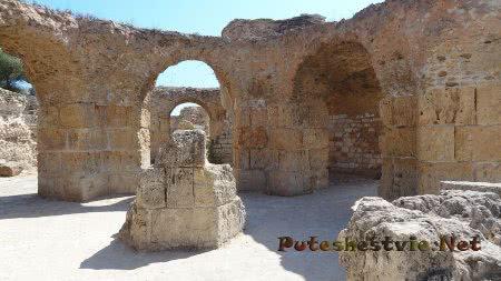 Внутри римских терм Карфагена