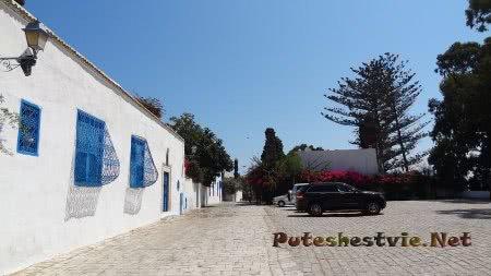 Парковка на улице Сиди-бу-Саида