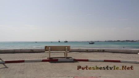 Скамья на берегу моря в Хаммамете