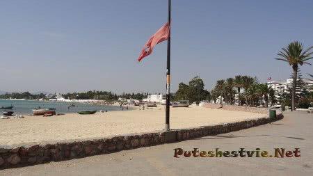 Пляж у старинной испанской крепости в Хаммамете