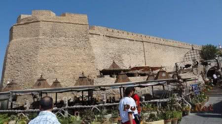 Под стенами старинной крепости Хаммамета