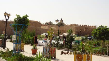 Зубцы стен испанской крепости Хаммамета