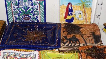 Красивая керамика в лавках Медины Хаммамета