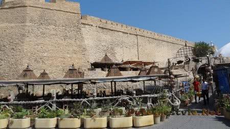 Кафе под стенами крепости в Хаммамете