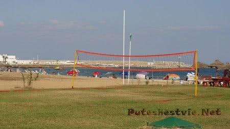 Площадка для игры в мяч на пляже Хаммамета