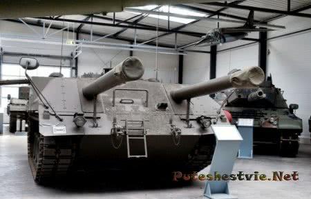 танк с двумя пушками