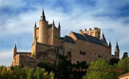Старинная крепость Алькасар