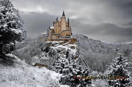 вид на крепость Алькасар зимой