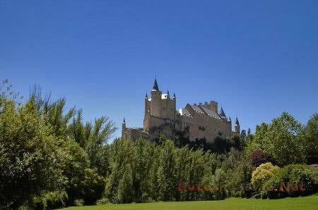 прекрасный вид на крепость Алькасар