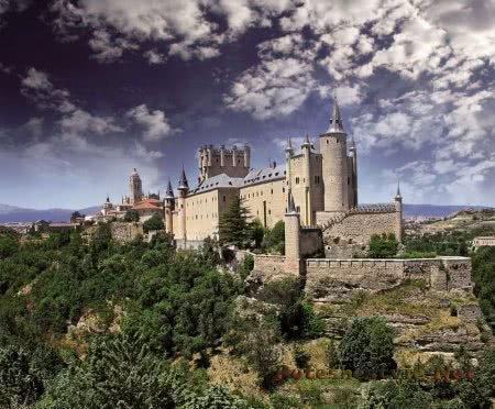 величественная крепость Алькасар