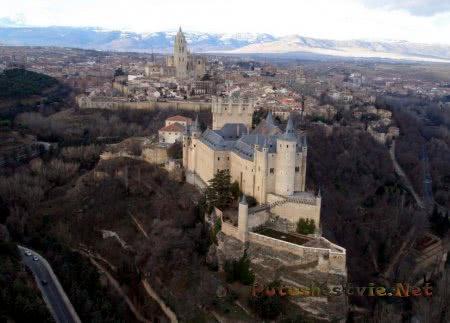 Величественная крепость Алькасар в Сеговии