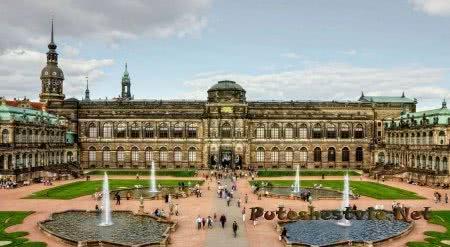 Дрезденская галерея в старой части немецкого города Дрезден