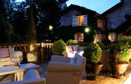 дворик отеля Le Moulin Du Roc 4