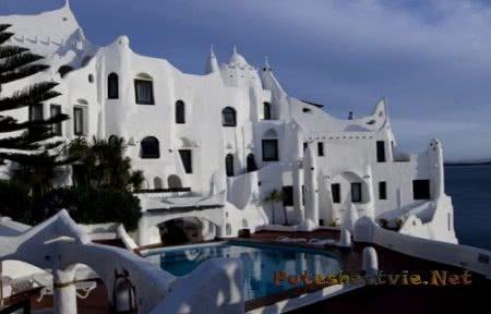 Необычный отель «Casa Рueblo»