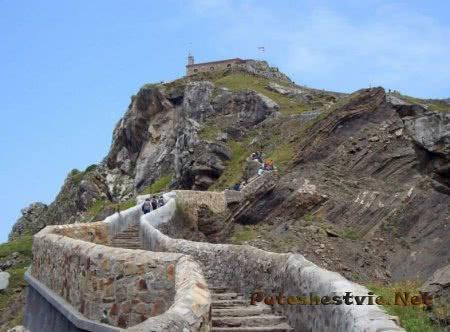 Испанский остров Гастелугаче