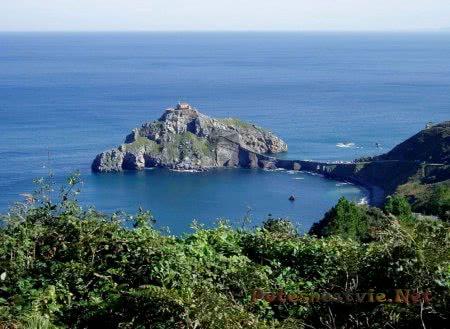 Испанский остров Сан-Хуан-де-Гастелугаче
