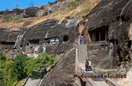 Затерянные пещеры Аджанта в Индии