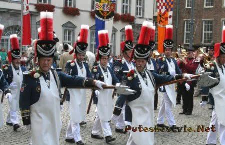 праздничное шествие стрелков в Дюссельдорфе