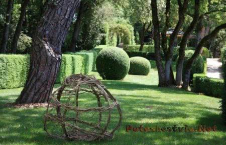 Висячие сады Маркессак в городе Везак