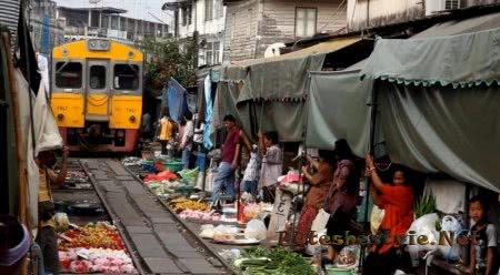 Рынок Меклонг в городе Меклонг