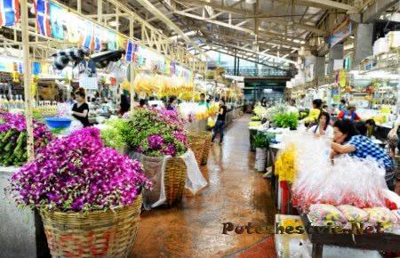Рынок Пак Клонг Талад в городе Бангкок