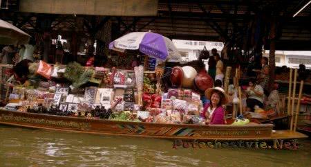 Плавучий рынок в городе Паттайя
