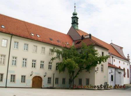 Галерея Кловичев двор в Загребе