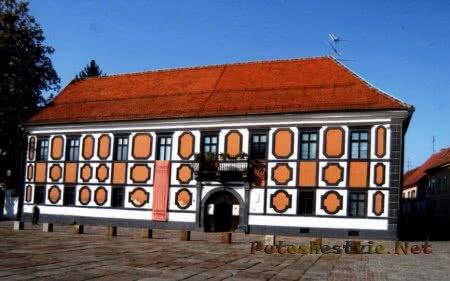 Галерея старых и новых мастеров во дворце Шермаге