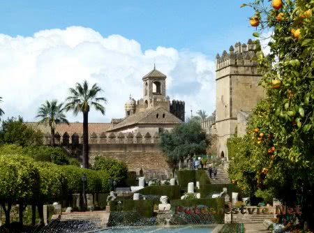 Крепость Алькасар в Кордове