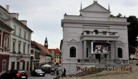 Городской театр в Птуе