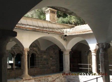 Аббатство San Fruttuoso di Capodimonte