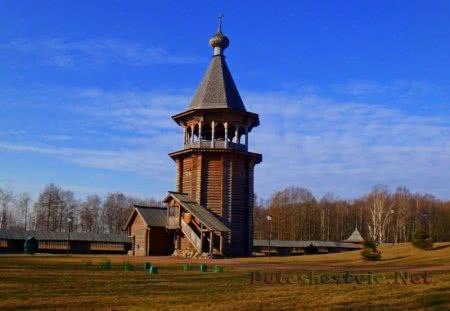 Шатровая колокольня Церкви Преображения Кижского погоста