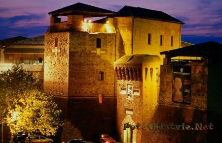 Замок Кастель Сисмондо