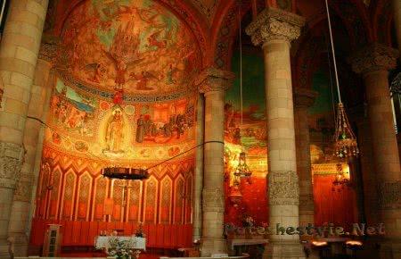 Храм Святого Сердца внутри